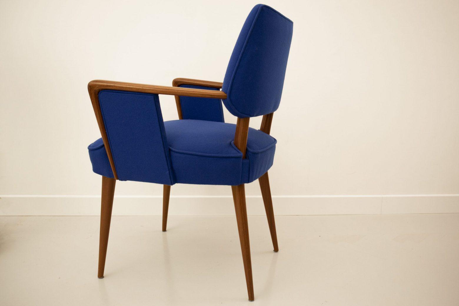 Sedia blu particolare